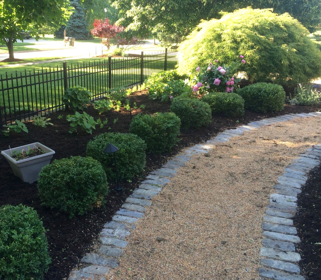 Freshly Mulched Garden Bed in Highland Heights
